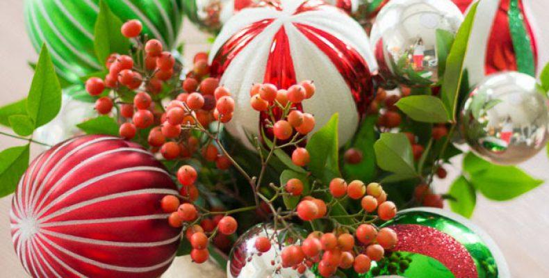 МК: новогодний букет из ёлочных шариков