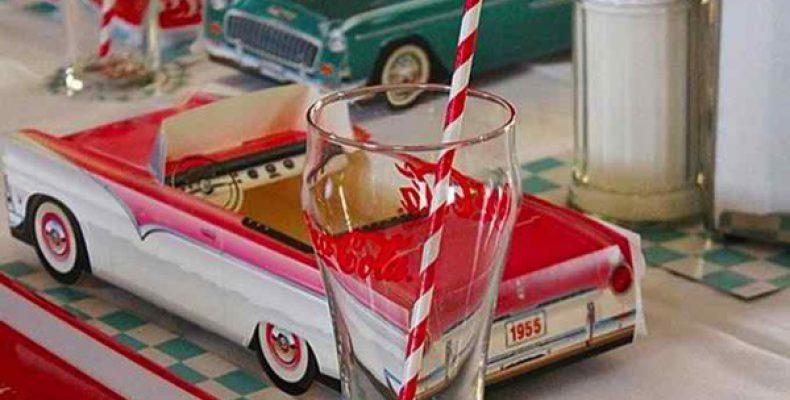 Как организовать вечеринку в стиле 1950-х