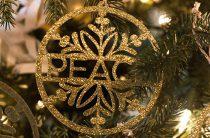 Ёлочные украшения и ярлычки на подарки: распечатай и вырежи